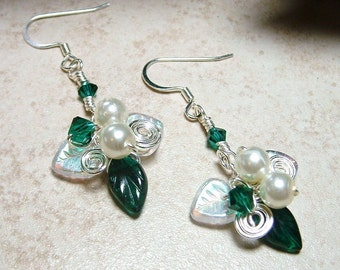 Emerald Green Mistletoe Holiday  Earrings