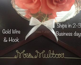 Gold Wire Wedding Hanger, Bride Hanger, Mrs Hanger, Bridal Hanger, Wedding Dress Hanger, Gift for Bride, Custom Name Hanger, Personalized