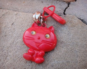 Vintage VTG dangle fun vinateg pendant charm pendant cat with googley eyes charm jewerly
