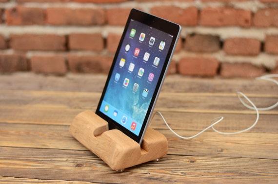 ipad st nder h lzerne ipad dock handcrafted ipad halter. Black Bedroom Furniture Sets. Home Design Ideas