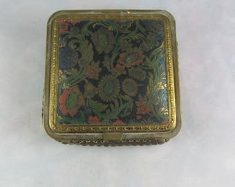 Vintage 1930s Mesh Bottom Powder Compact w/Victorian Floral Design Original Puff and Powder Lovely Etching