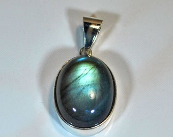 Sterling silver pendant with labradorite setting