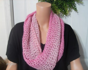 Crochet Infinity Scarf in pink transitions