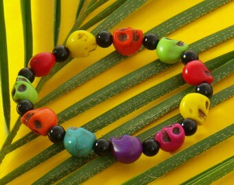 11 skulls in seven colors and round black Beads Bracelet