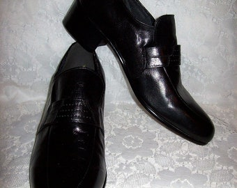 Vintage 1960s Men's Black Leather Slip Ons Loafers by Roblee NOS Size 8 Only 40 USD