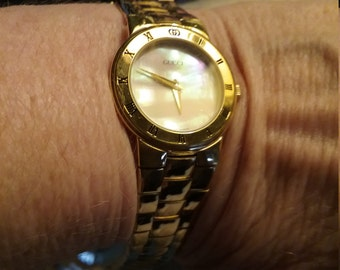 Gorgeous Gucci goldtone watch