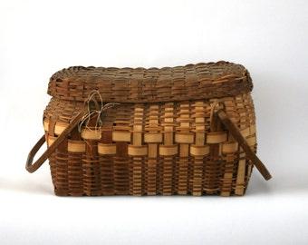 Large Vintage Basket w Handles. Antique Winnebago. American Indian. Primitive. Hand Woven. Covered Basket Handles. Lidded. Natural. Hickory.