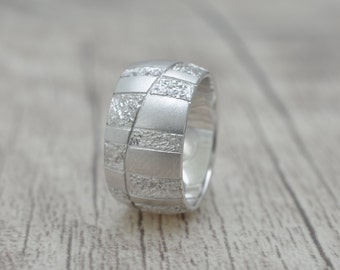 Silver ring with beautiful pattern, band ring