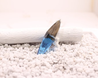 Raw Blue resin necklaces for women, blue necklaces, chain pendant, raw wood necklaces