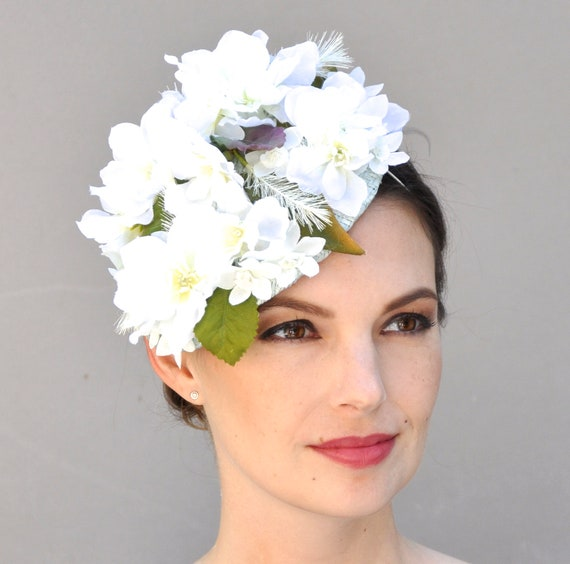 Wedding Fascinator, Derby Fascinator, White Wedding Headpiece, Wedding Hat, Derby Hat, Percher, White Flower Fascinator, Formal Hat