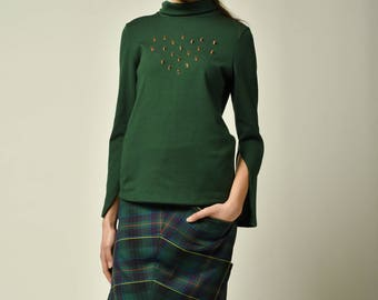 Skirt with genuine leather back and green chequered front made of tartan