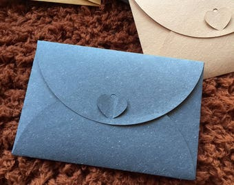 Small envelope with heart closure, 10.5x15.5cm, navy blue