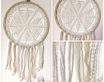 Attrape rêve, dreamcatcher en crochet blanc diam 30 cm