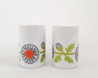 Salt n' Pepper Shakers - Vintage