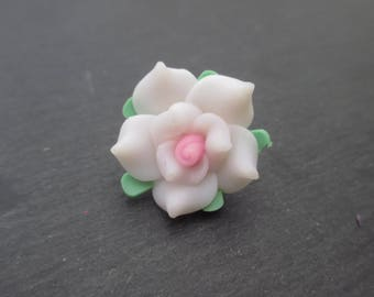 White Fimo flowers with pink heart 20 mm in packs of 4