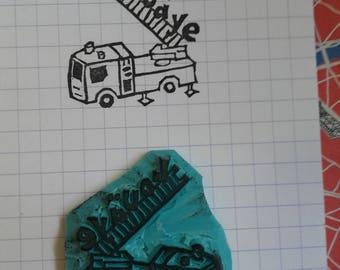 Tampon fait-main camion de pompier à personnaliser avec le prénom - tampon petit garçon - tampon pour marquer les livres - tampon prénom