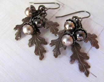 Oak Leaf  Acorn Earrings, Vintaj Earrings, Swarovski Earrings, Pearl Earrings, Autumn Earrings, Fall Earrings, Dangle Earring, Acorn Earring