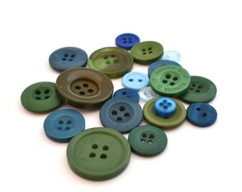 Set of 6 green yearly blue acrylic buttons