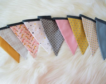 Garland 9 assorted fabric flags