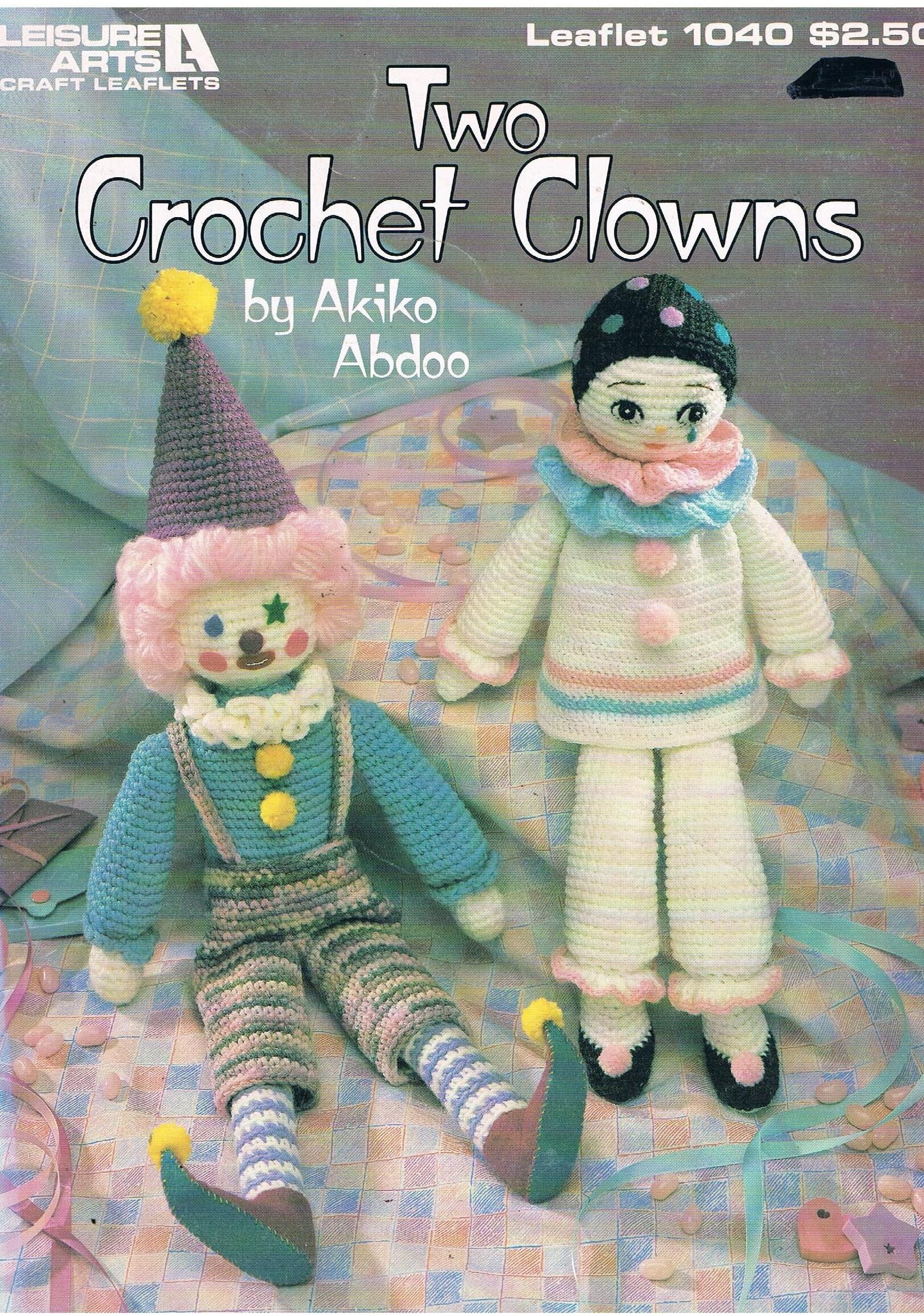Zwei häkeln Clowns von Akiko Abdoo