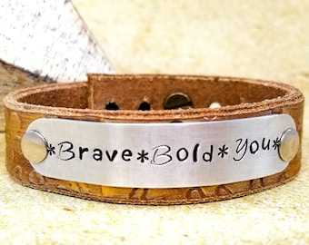 Bracelet en cuir noir - Bracelet manchette en cuir Bracelet - manchette réglable - cuir bijoux - cadeau pour les femmes - pour femmes Boho tamponné