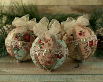 Shabby chic Christmas baubles, lace ornaments, fabric Christmas ornaments, vintage Christmas, home decor, bauble set, hand decorated baubles