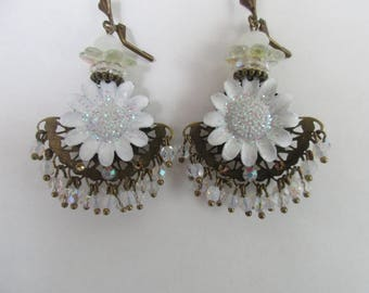 """Earrings """"Daisy B"""" on a chandelier fan with Daisy charms and white beads"""