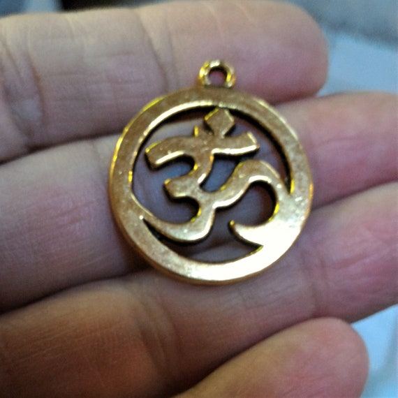 CLEARANCE 6 pcs Yoga Ohm Charm Antique Gold Om Yoga Charm for Jewelry Charm ONLY