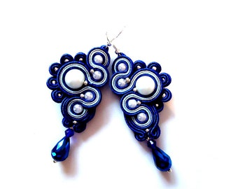 Soutache earrings in cobalt, blue and silver. Look like snails.
