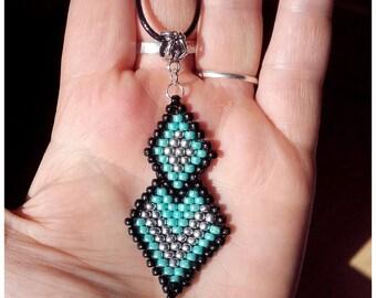 Woven etnhique diamonds pendant