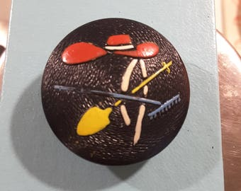Wooden 1950's hand painted button.