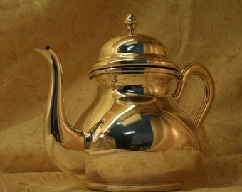 Teapot 800/1000 solid silver handmade in Italy, English style, 1960