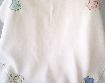 vintage tablecloth, small tablecloth, applique tablecloth, square tablecloth, ivy leaves, pastel colours, vintage linens