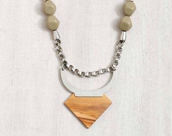 statement necklace // Pendant necklace // boho necklace // boho fashion // Toro Necklace