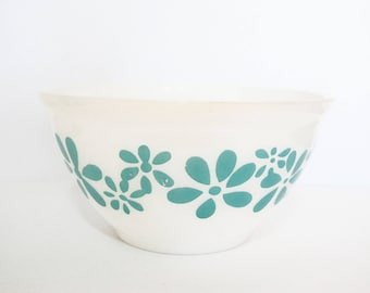 Agee Crown Pyrex Daisy Chain Bowl in Blue
