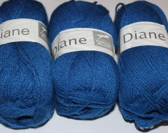 Ball of yarn to knit horse white DIANE 008 nattier