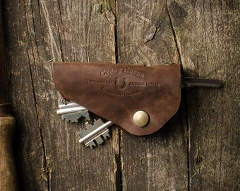 Vintage Style Key Holder, Fob. Crazy Horse brown distressed leather. Holds 1-5 regular keys. Key organizer.