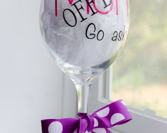 Wine glass for mom, Gift for mom, Mom off duty go ask dad, Birthday gift for mom, Cute wine glass, Wine glass, Funny wine glass