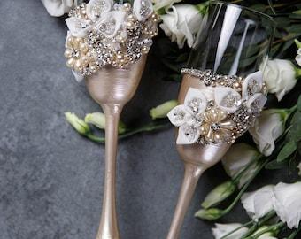 Personalized wedding flutes Wedding champagne glasses Toasting flutes Champagne flutes champagne pearl boho champagne flutes , set of 2