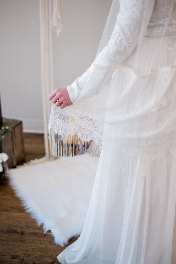 Wedding Veil, Lace Trim Veil, Fringe Trim Veil, Boho Veil, Bohemian Veil, Ivory Lace Veil, Single Tier Veil, Fingertip Veil, Ballet SIERRA