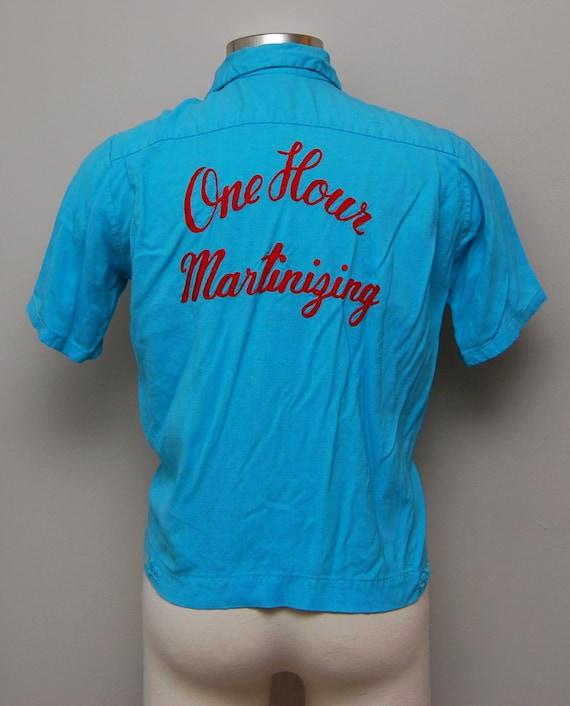 MENS SALE 1950s men's blue cropped bowling shirt/ 50s chainstitched men's cropped bowling shirt/ NmWufkCA