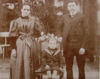 Antique CDV Photo  - Victorian Family (A. Busiau, Mons, Belgium)