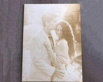 Your favorite photo as personalized engraving on wood by laser engraving