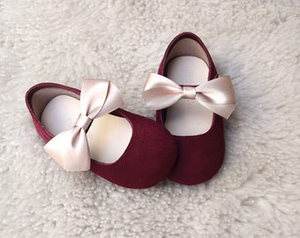 Burgundy Baby Girl Shoes, Toddler Girl Shoes with Gold Bow, Leather Baby Shoes, Toddler Shoes, Baby Girl Gift, First Birthday Outfit