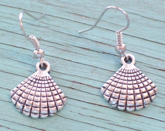 Antiqued Silver Plated Sea Shell Earrings. Silver Seashell Earrings, Beach Wedding, Beach Jewelry, Nautical Earrings, Nautical Jewelry