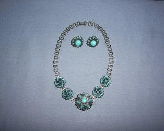 Vintage Faux Turquoise Choker Necklace Screw Back Earrings Set Silvertone