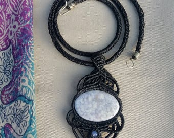 Necklace with lilac Jade woven in macrame
