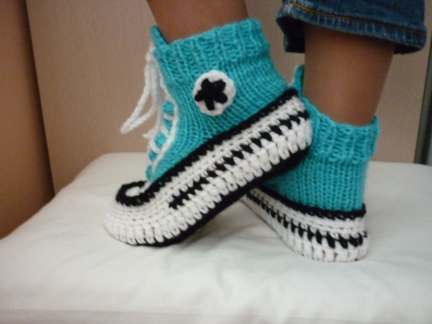 Crochet pattern converse slippers knitted pattern slippers zoom bankloansurffo Choice Image