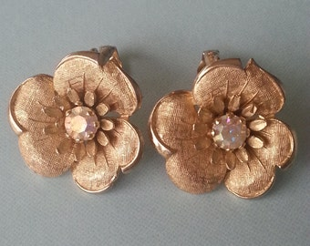 vintage lisner flower rhinestone clip-on earrings