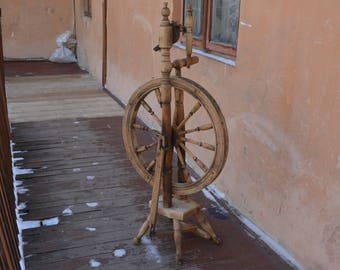 Antique wooden spinning wheel - Vintage spinning wheel - Tool manual spinning - Manual spinning thread - Rustic working tool - Home decor.